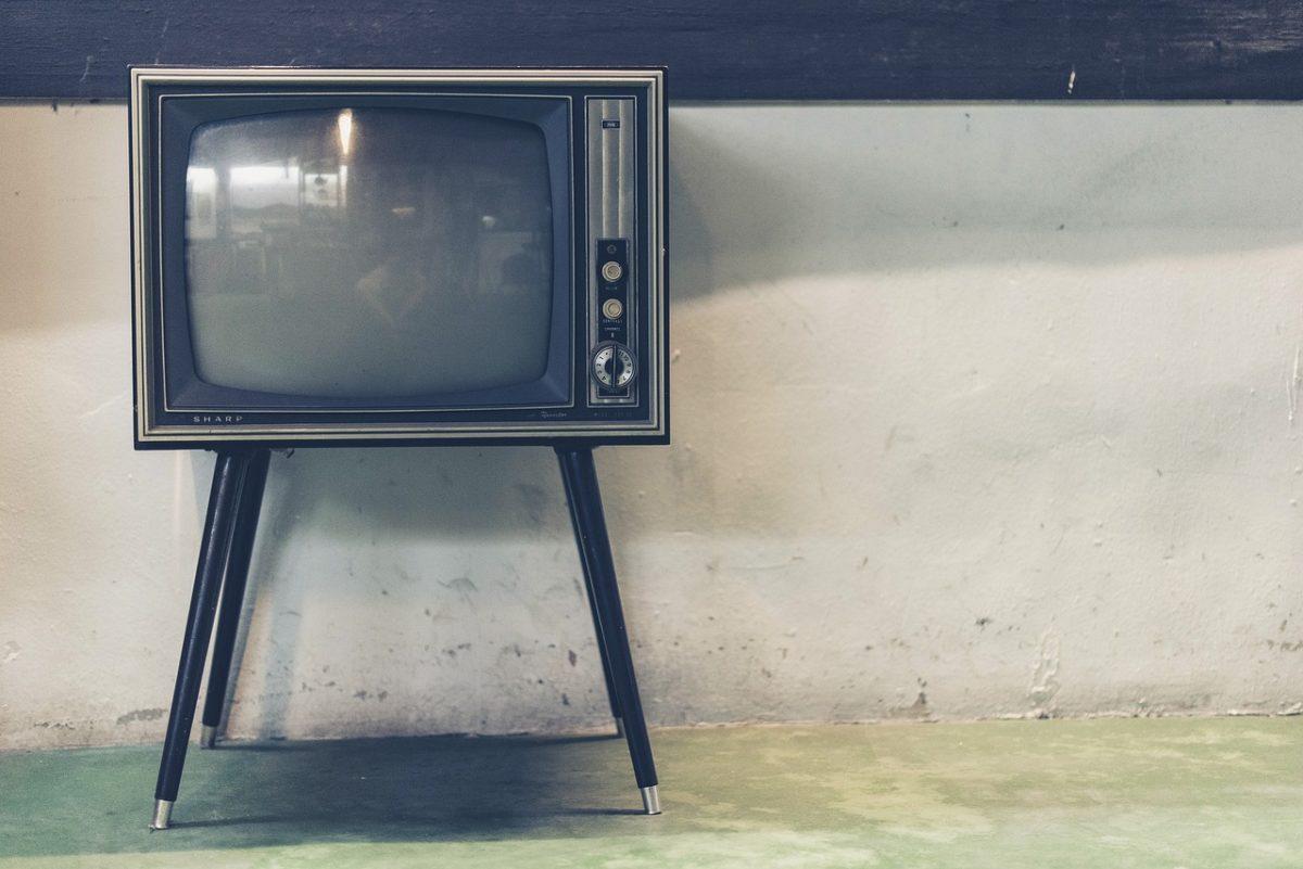 Wieczorny relaks przed telewizorem, czy też niedzielne serialowe popołudnie, umila nam czas wolny ,a także pozwala się zrelaksować.